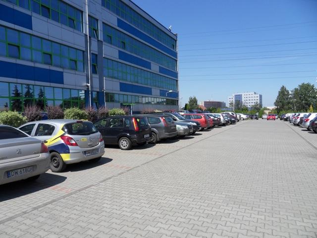 Parking przed powierzchniami biurowymi